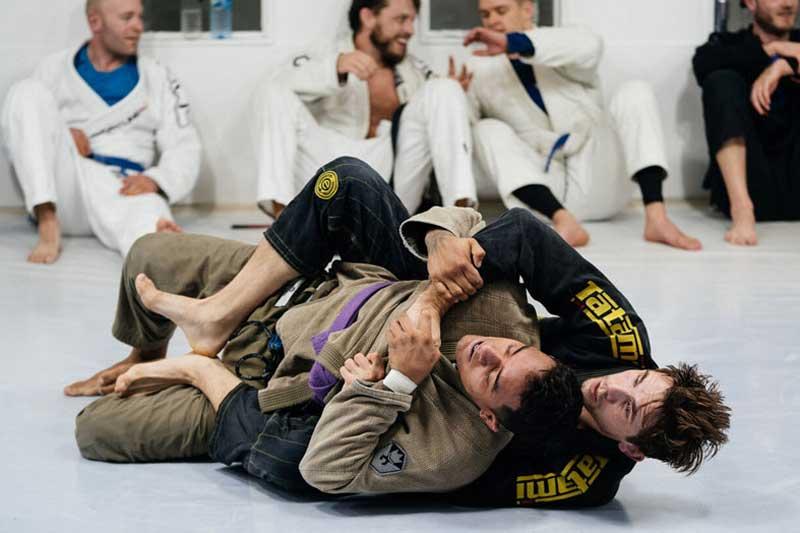 MMA action i utdrikningslag